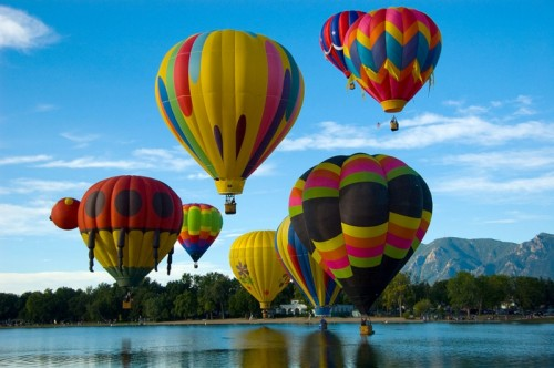1024px-Colorado_Springs_Hot_Air_Balloon_Competition